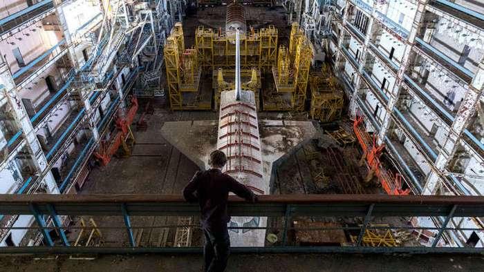 В заброшенных ангарах крупнейшего в мире космодрома Байконур (13 фото)