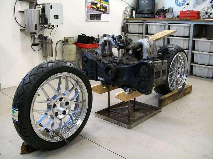 MadBoxer - кастом-байк с двигателем от Subaru WRX (7 фото)