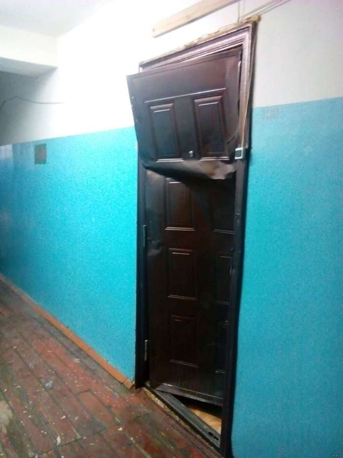 Тайна дверей, открывающихся -вовнутрь-