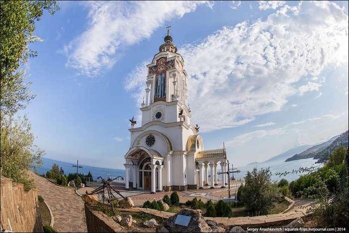 Храм Святителя Николая Мирликийского в Крыму