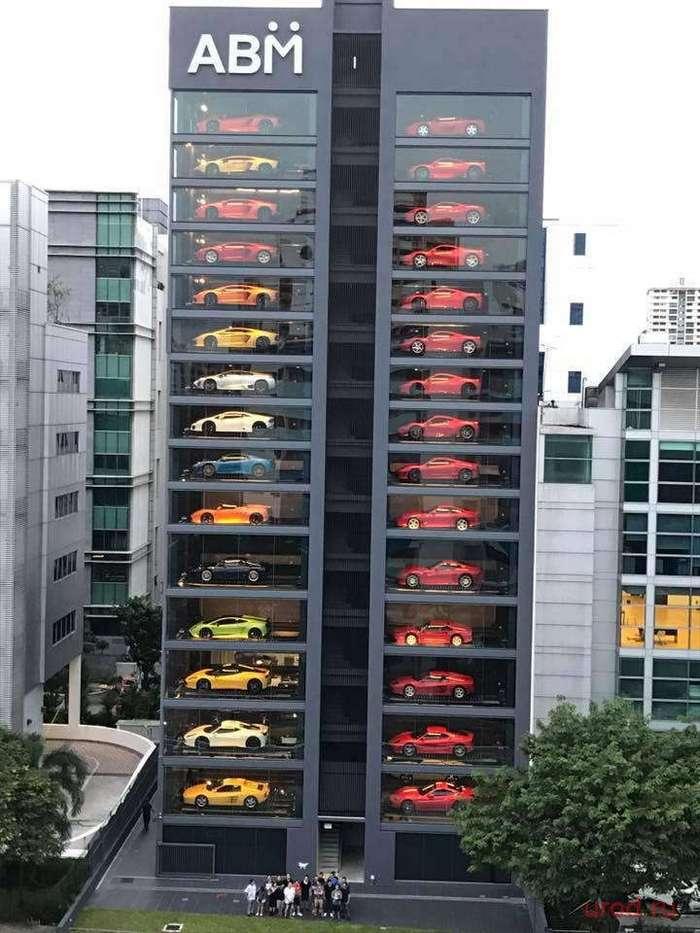 В Сингапуре открыли гигантский автомат по продаже авто
