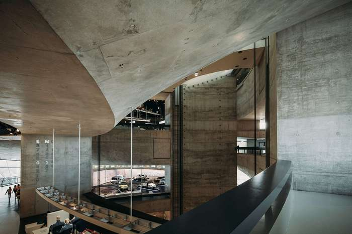 Поразительный дизайн и архитектура музея Mercedes-Benz в Штутгарте