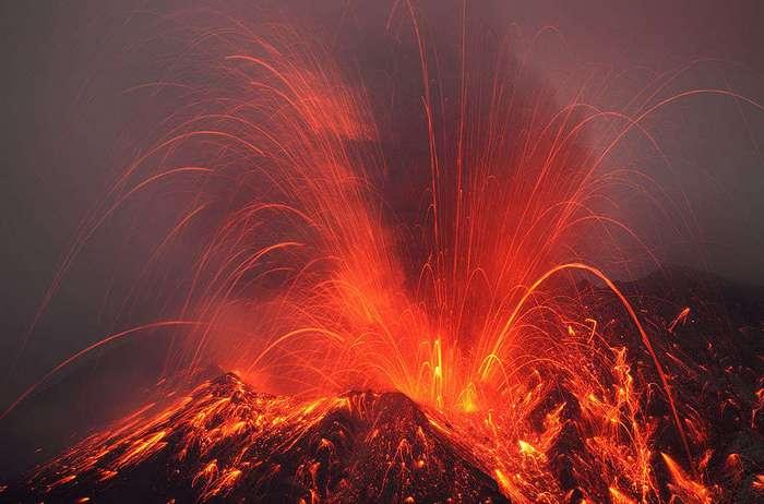 Извержения вулканов, пойманные в объектив фотокамеры