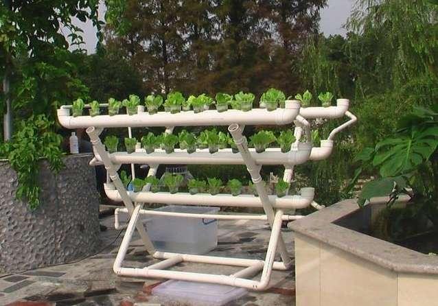 17 полезных поделок из пластиковых труб, которые несложно сделать на даче своими руками