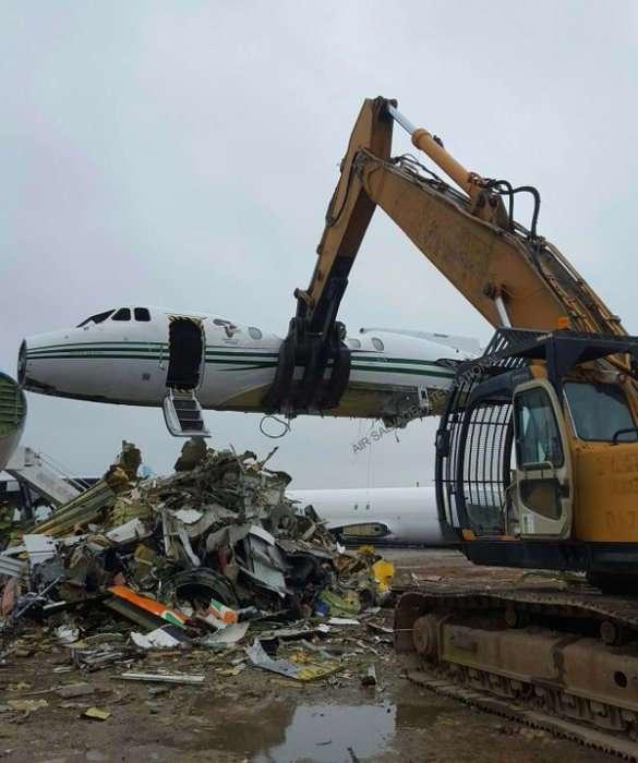 Судьба старых самолетов: Как заработать на куче -металлолома-