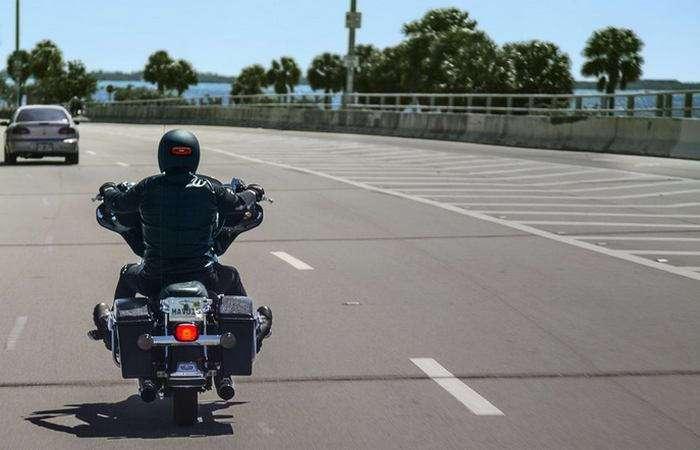 Умный мотошлем, который предупреждает о торможении и отправляет оповещение в случае аварии