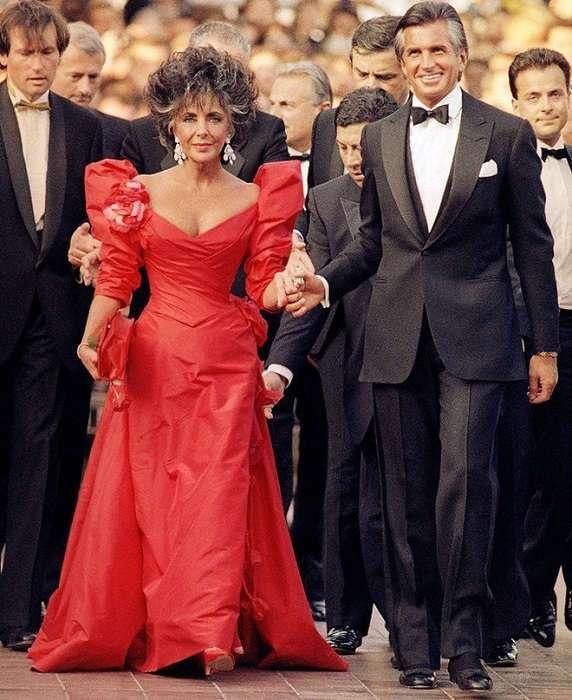 Войти в историю: 15 лучших нарядов знаменитостей за 70 лет существования Каннского кинофестиваля