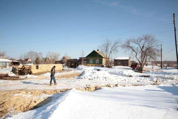 Сотрудники прокуратуры не смогли доехать в отдаленный поселок Свердловской области из-за отсутствия дороги (14 фото)