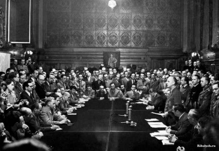 Архивные фото первых дней и недель Великой Отечественной войны (25 фото)