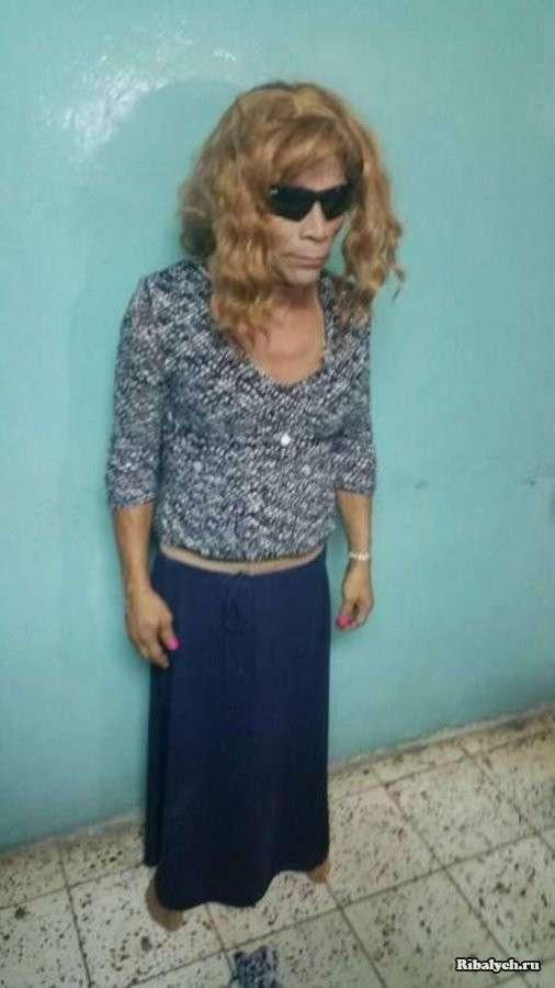Побег из тюрьмы под прикрытием платья (3 фото)