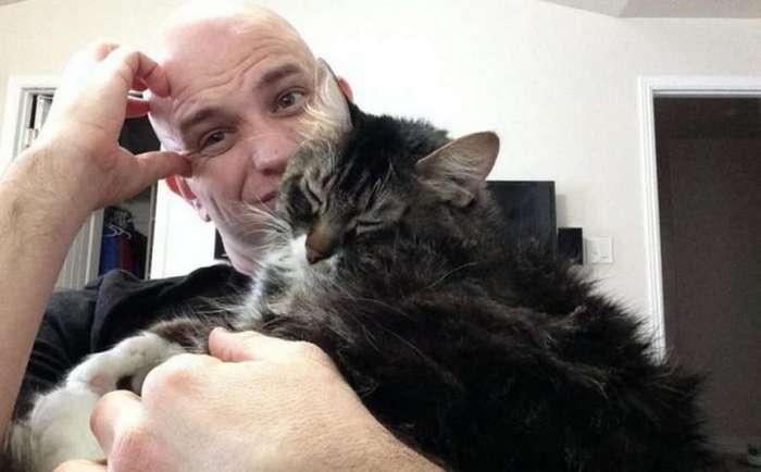 Девушка поставила ультиматум: или я, или кошка. Это был очень непростой выбор (3 фото)
