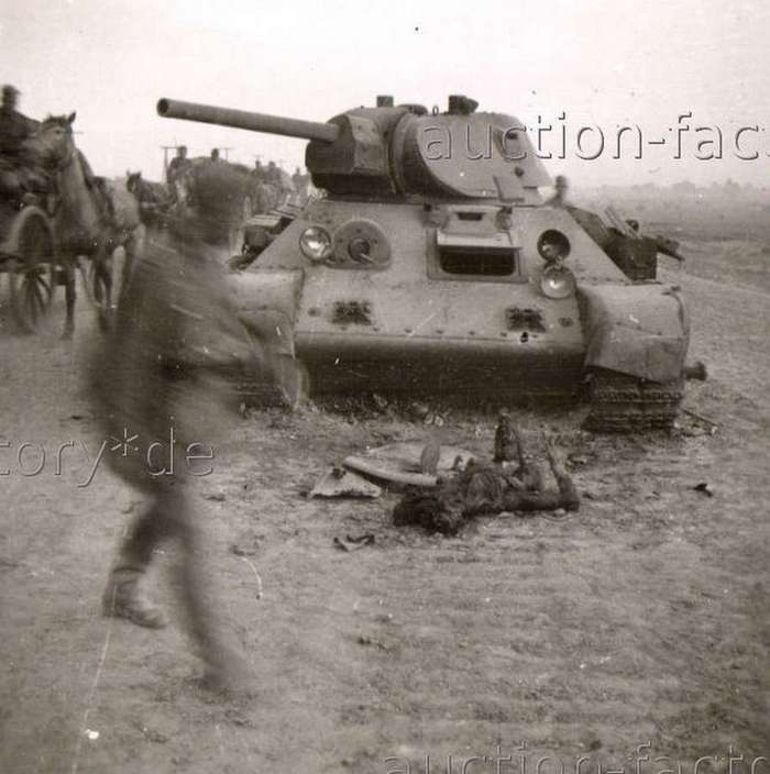 Погибшие советские танкисты в 1941: &171;Нас извлекут из под обломков&8230;&187; (33 фото)
