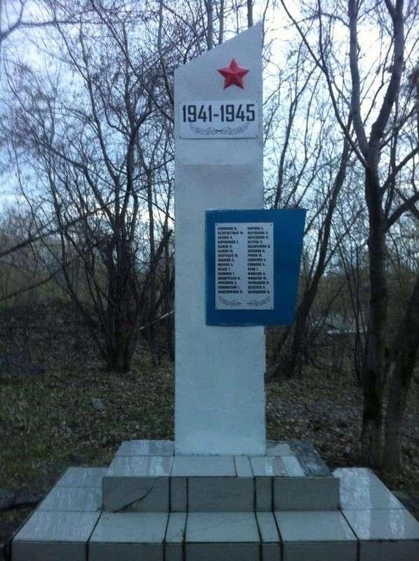 Ребята восстановили памятник героям