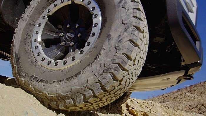 Суперпроходимый Ford F-150 Raptor покоряет бездорожье