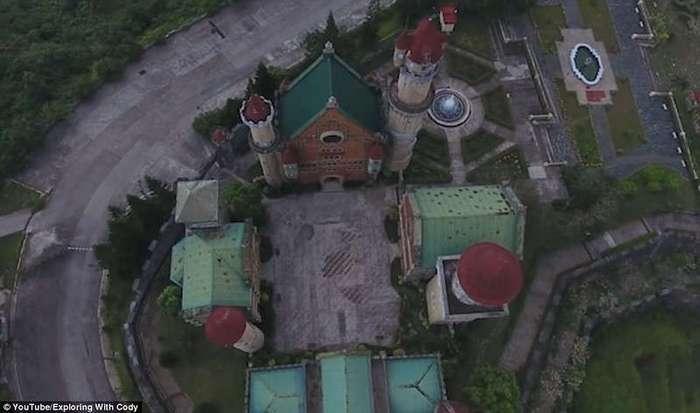 Мрачное королевство: так выглядит заброшенный Диснейленд на Филиппинах