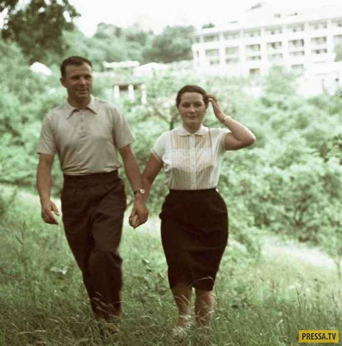 Юрий Гагарин и его супруга Валентина (14 фото + видео)
