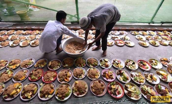 Будни жизни людей в Индии (26 фото)