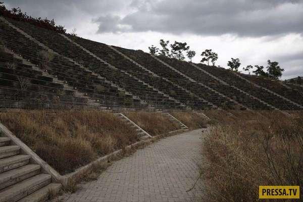 Заросший сорняками город-призрак в Греции (14 фото)