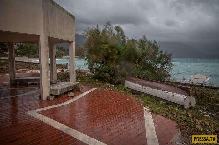 Элитный курорт для югославских военных,заброшенный из-за войны (25 фото)