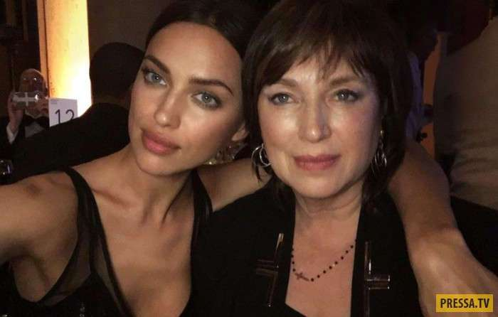 Знаменитости со своими мамами (12 фото)