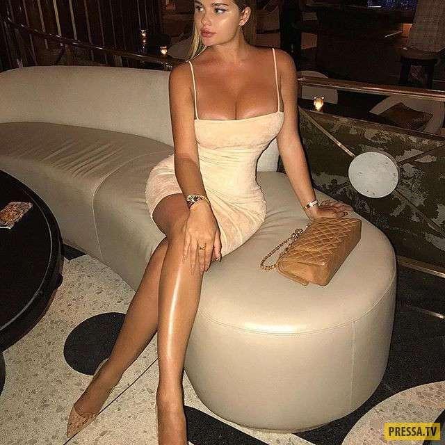 Анастасия Квитко в дырявом топе и без белья (10 фото)