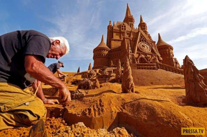 Фестиваль Disney Sand Magic на курорте в Бельгии
