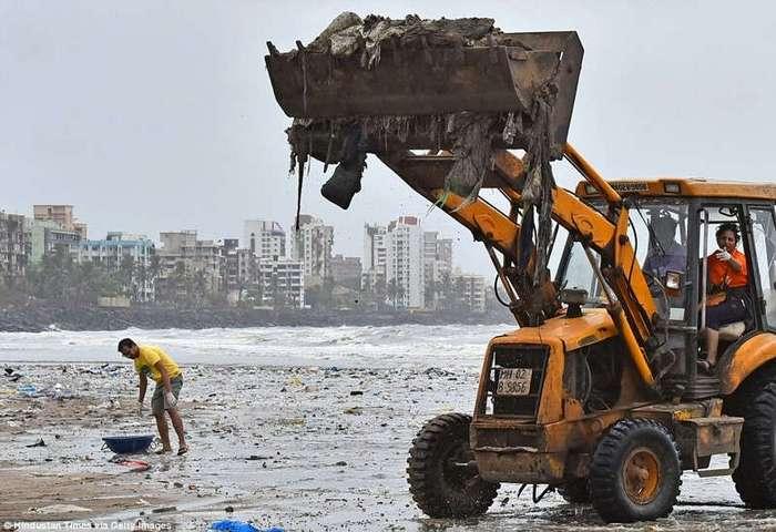 Добровольцы очистили индийский пляж от 5000 тонн мусора
