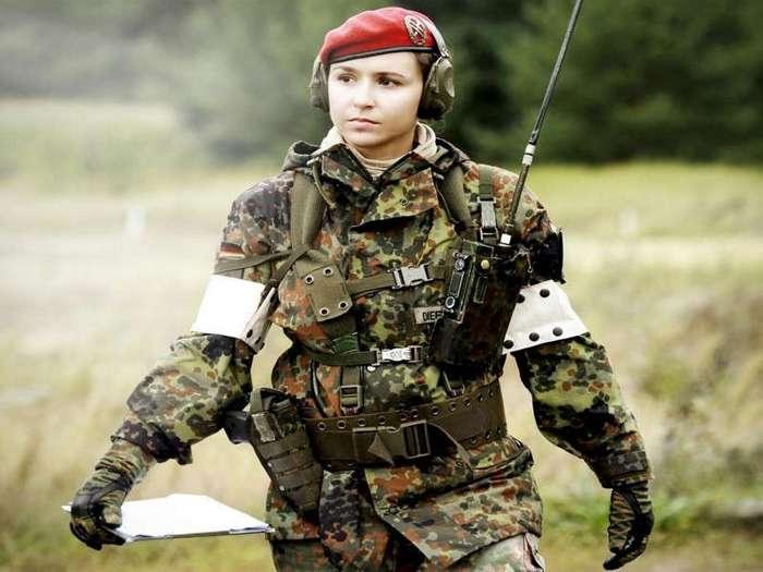 Бундесвер тестирует военную форму для беременных (3 фото)