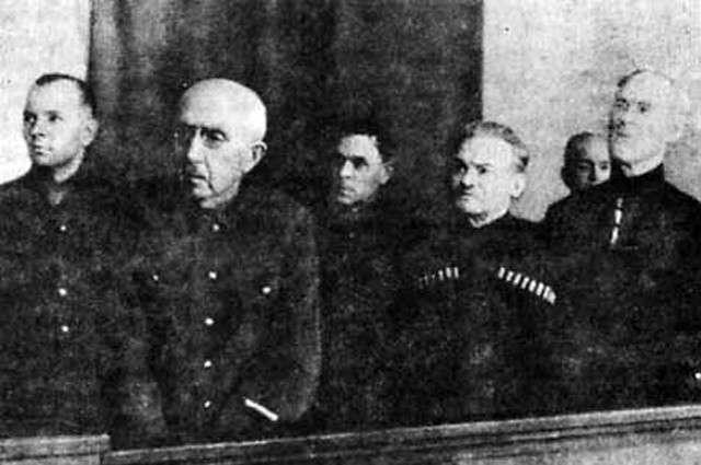 Расплата в Лиенце. История русских казаков, присягнувших Гитлеру (8 фото)