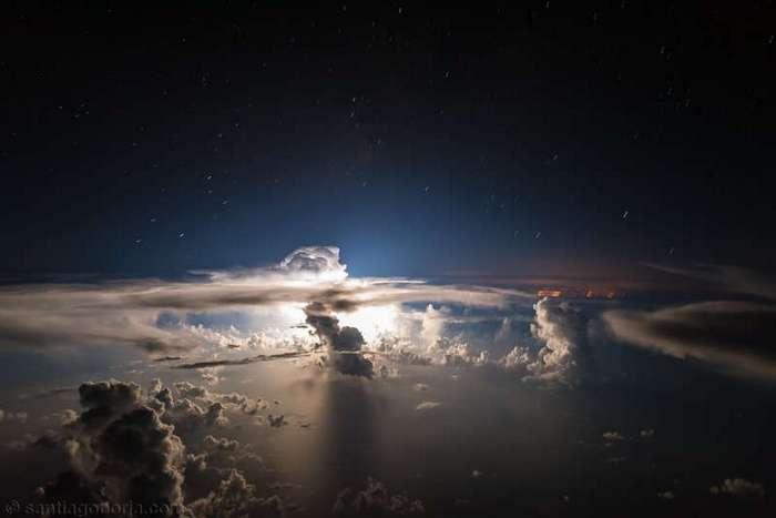 Пилоты-фотографы снимают фантастические кадры за штурвалом (17 фото)