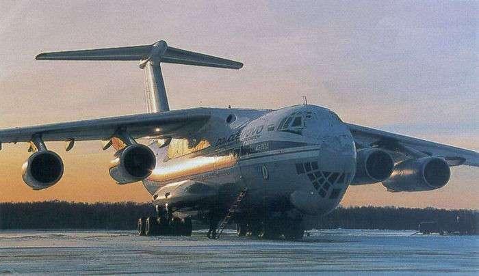 Уникальный и неповторимый: почему транспортнику Ил-76 нет равных (7 фото)