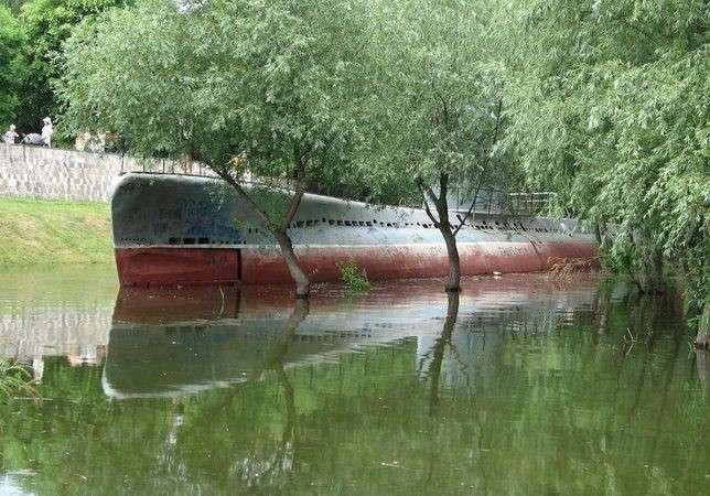 Угон подводной лодки с Затона (2 фото)
