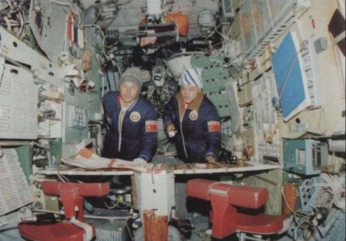 Советская операция по спасению мертвой космической станции (13 фото)