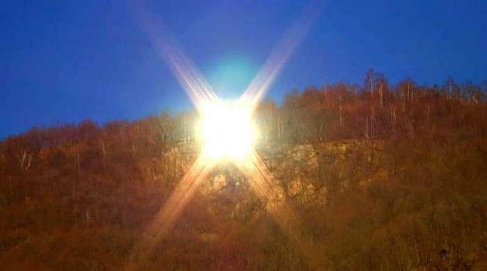 В горной итальянской деревне Виганелла светит искусственное солнце (10 фото)