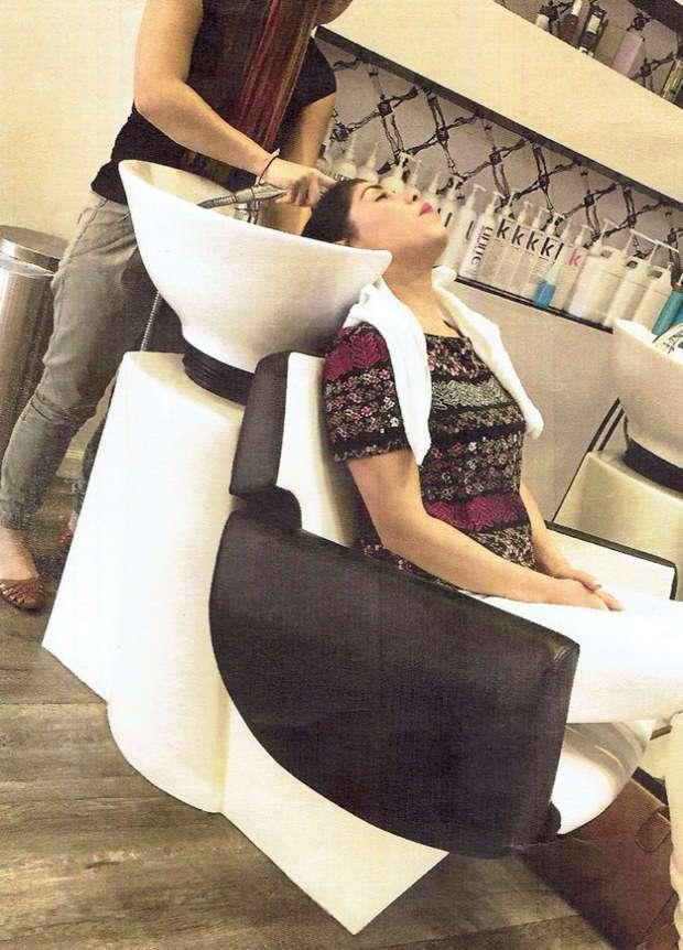Вот почему мыть голову в парикмахерской может быть очень опасно