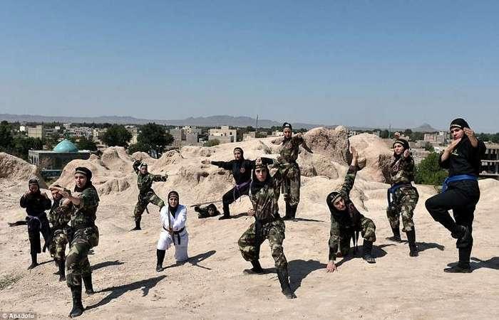 Иранские женщины-ниндзя - смертельное оружие, от которого не спастись (33 фото)