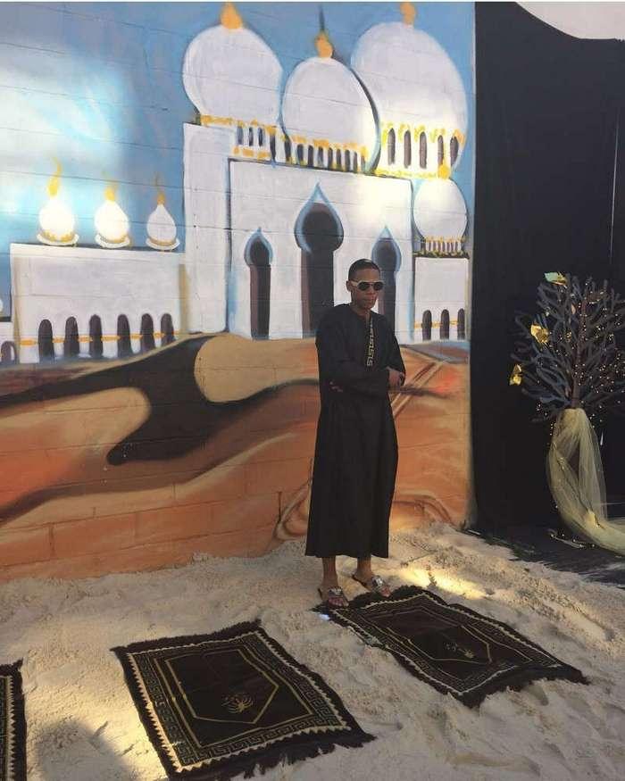 Мама устроила сыну выпускной с -Ламборгини-, верблюдом и 3 тоннами песка (9 фото)