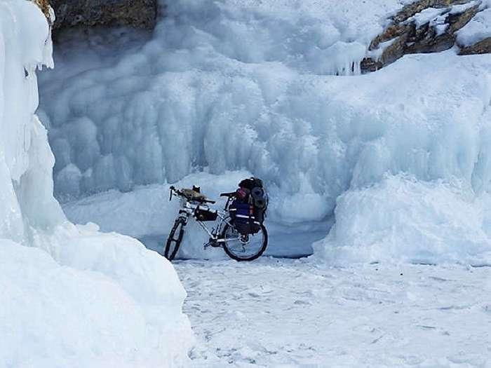 Как путешественник из Нижнего Тагила объехал Байкал на велосипеде с котом (10 фото)