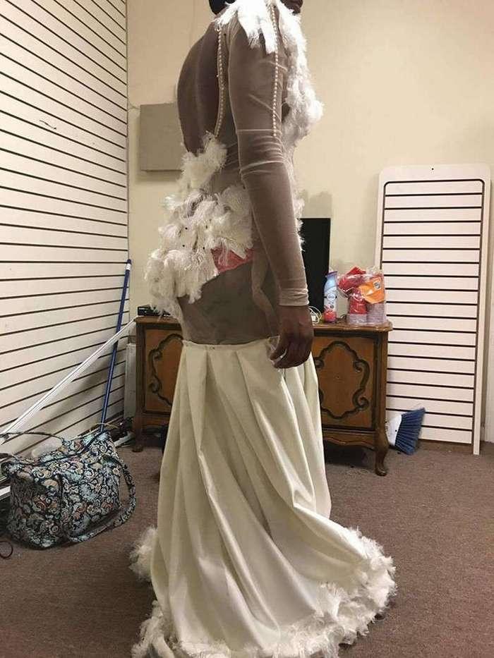 Американская школьница в ужасе от сшитого на заказ выпускного платья за $300 (5 фото)