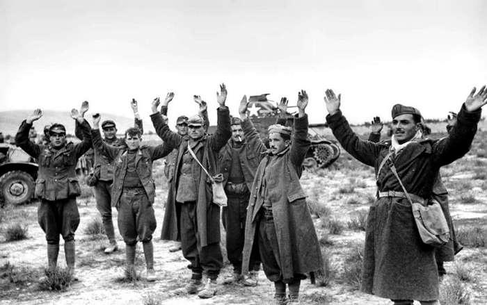 Как сдавались в плен во Второй мировой войне (12 фото)