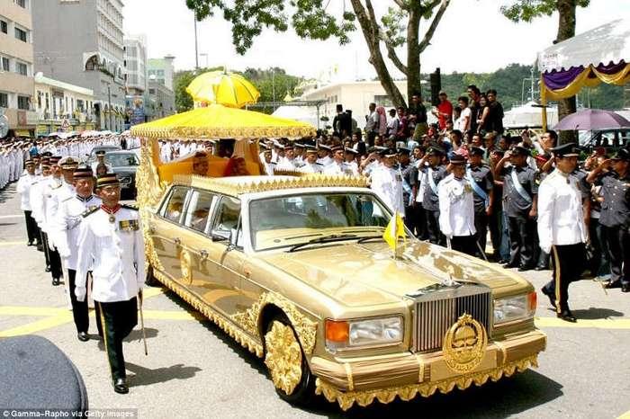 Самые шикарные лимузины в мире (14 фото)