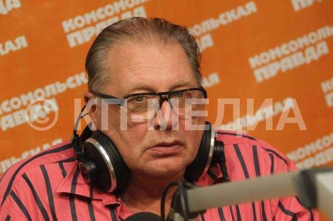 Валентину Смирнитскому 73 года (12 фото)