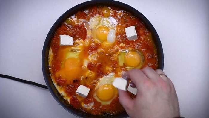 Готовим яичницу которую называют Шакшука (37 фото)