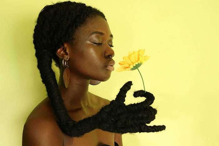 Художница из Кот-д'Ивуар делает скульптуры из собственных волос (12 фото)