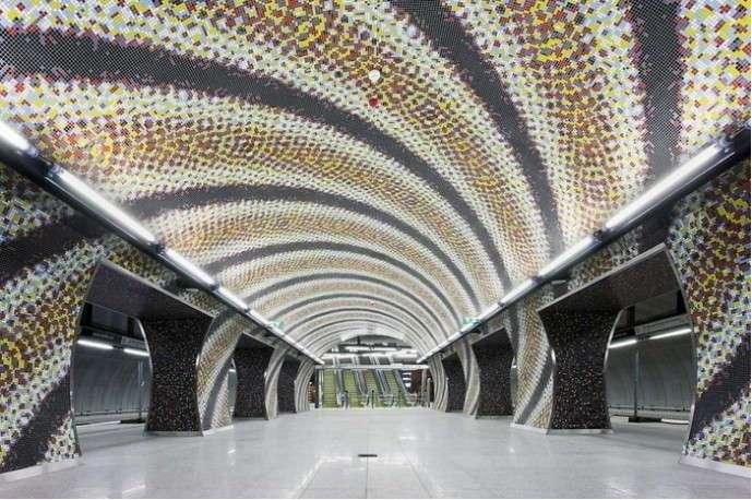 Необыкновенные станции метро в Стокгольме (9 фото)