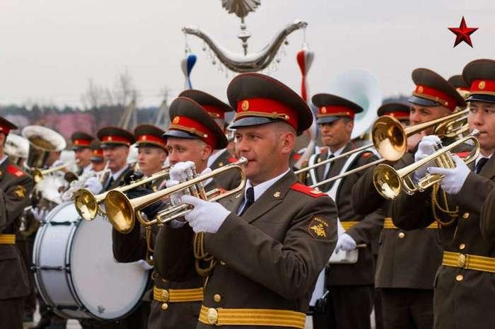 Полковой оркестр (1 фото)