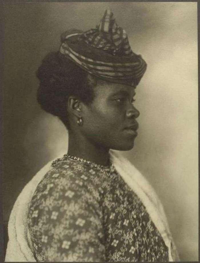 Немного старинных фото о том, какими были представления о женской красоте в разных странах мира (12 фото)