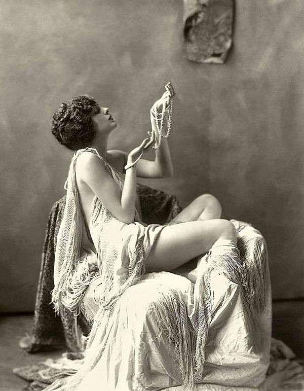 Женщины прошлого. Истоки красоты (55 фото)