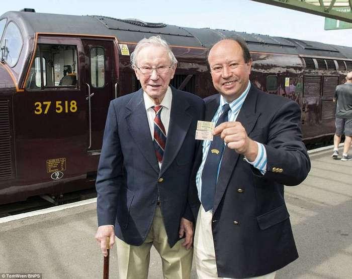 Энтузиасты из Дорсета за 45 лет восстановили отобранную у них железную дорогу (18 фото)