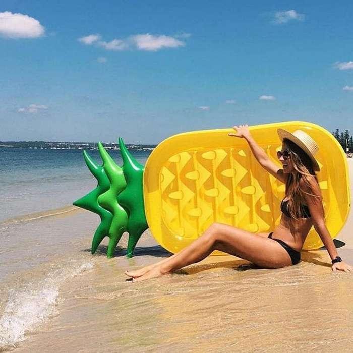 Вы не сразу заметите, но на этих фото запечатлены хиты пляжных атрибутов этого лета (19 фото)